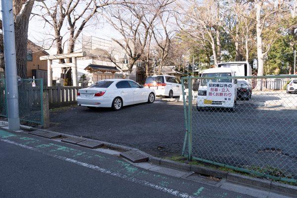 ③すぐ右手の駐車場内、左から3番目が池田動物病院の駐車場となります(白いポールの看板です)